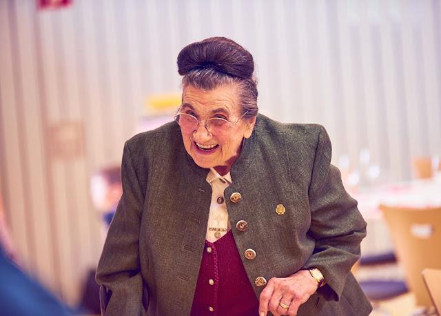Oma Liesel aus dem Weingut Jakob Schneider.