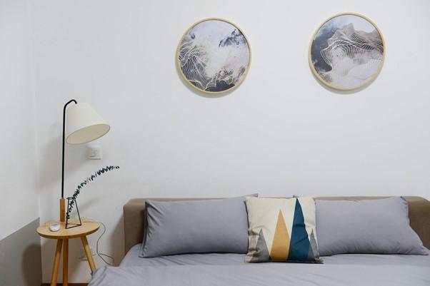 Ilustrasi: Salah satu sudut kamar di hotel (Sumber: https://www.pexels.com)