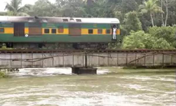 Youth jumped from railway bridge into river; Dies, Kottayam, News, Local-News, Accidental Death, Railway Track, Train, River, Dead, Obituary, Kerala