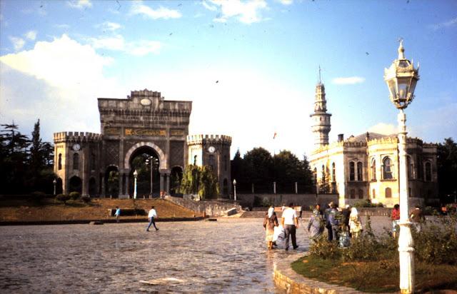 Haupteingang der Universität Istanbul 1987