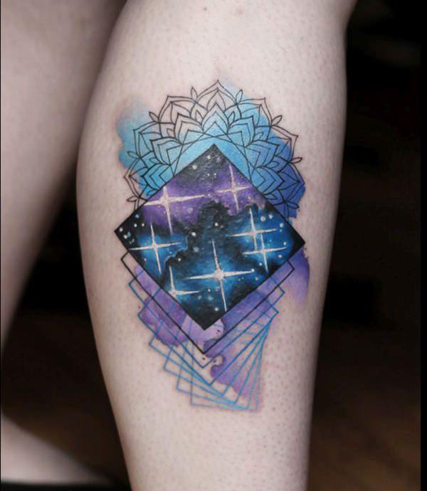 chica con tatuaje de mandala
