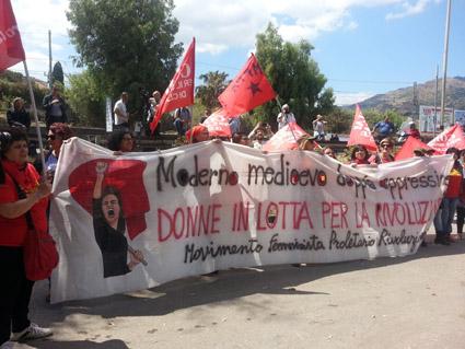 Taormina 2017 - Donne in rosso contro il G7