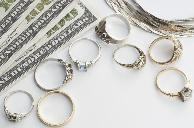 pros and cons pawn loans pawning belongings
