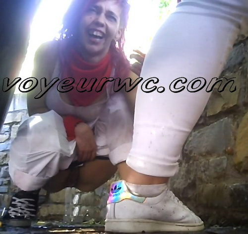 Girls Gotta Go 203 (Spanish drunk girls pee in a public place)