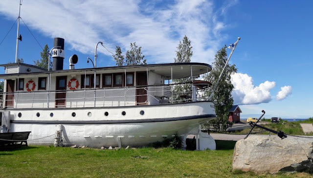 Visit Lumijoki Varjakka there you can stay in old ship