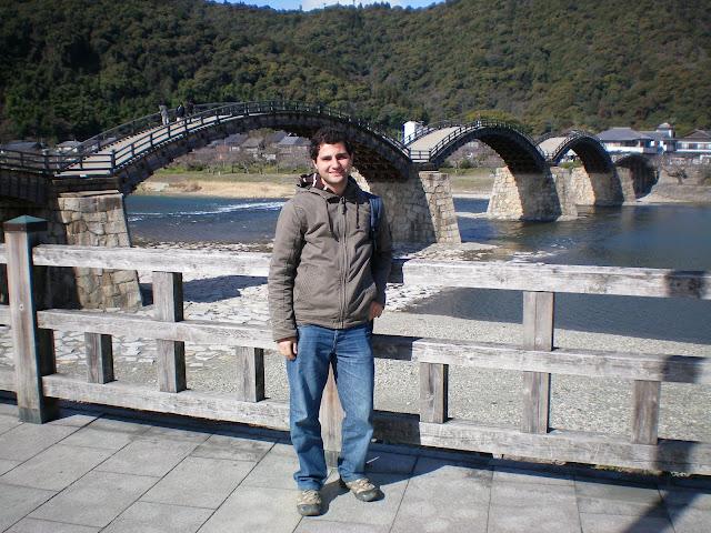En el puente de Iwakuni