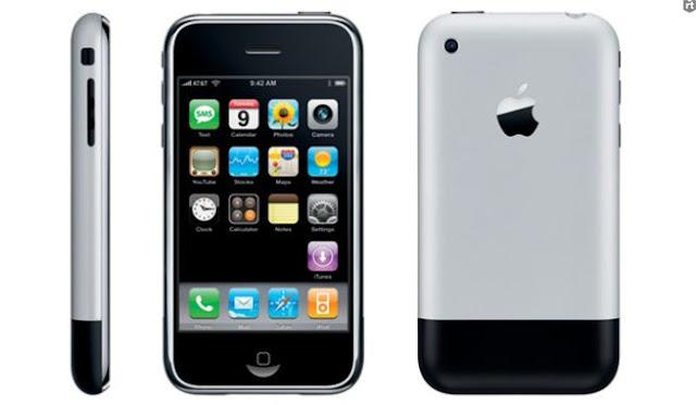 Москвич продаёт самый первый iPhone за 1,25 миллиона рублей!