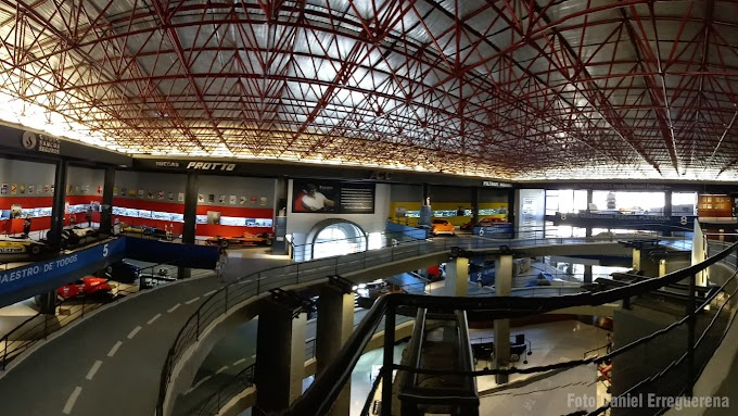 Trabajan para que asistan pilotos actuales e históricos a la inauguración del Mausoleo de Juan Manuel Fangio