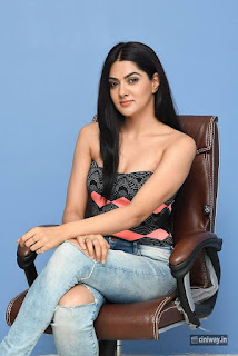 Sakshi-Choudhary-Stills-at-Selfie-Raja-Movie-Interview