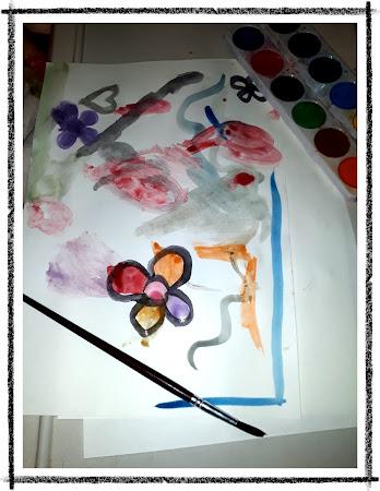 En la siguiente imagen se puede observar una pintura realizada en acuarela. El dibujo se compante por un corazones, flores y trazos de líneas y formas abstractas.