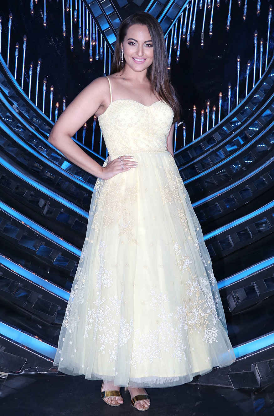 Sonakshi Sinha on The Sets of 'Nach Baliye Season 8'