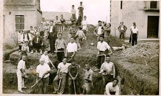 Obres de construcció de la primera seu, al 1932