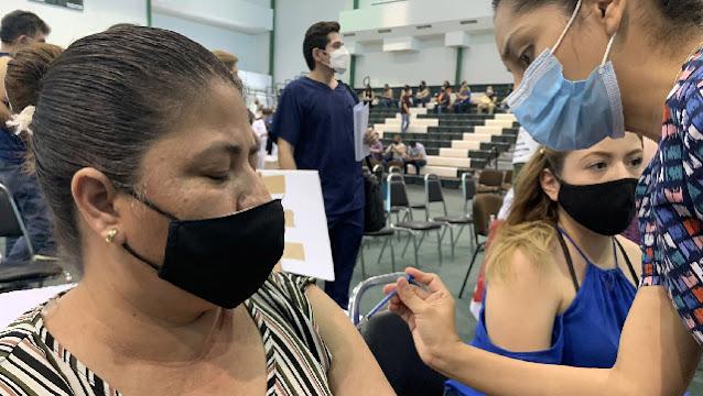 Se vacuna contra COVID-19 a más de un millón 300 mil integrantes del Sistema Educativo Nacional