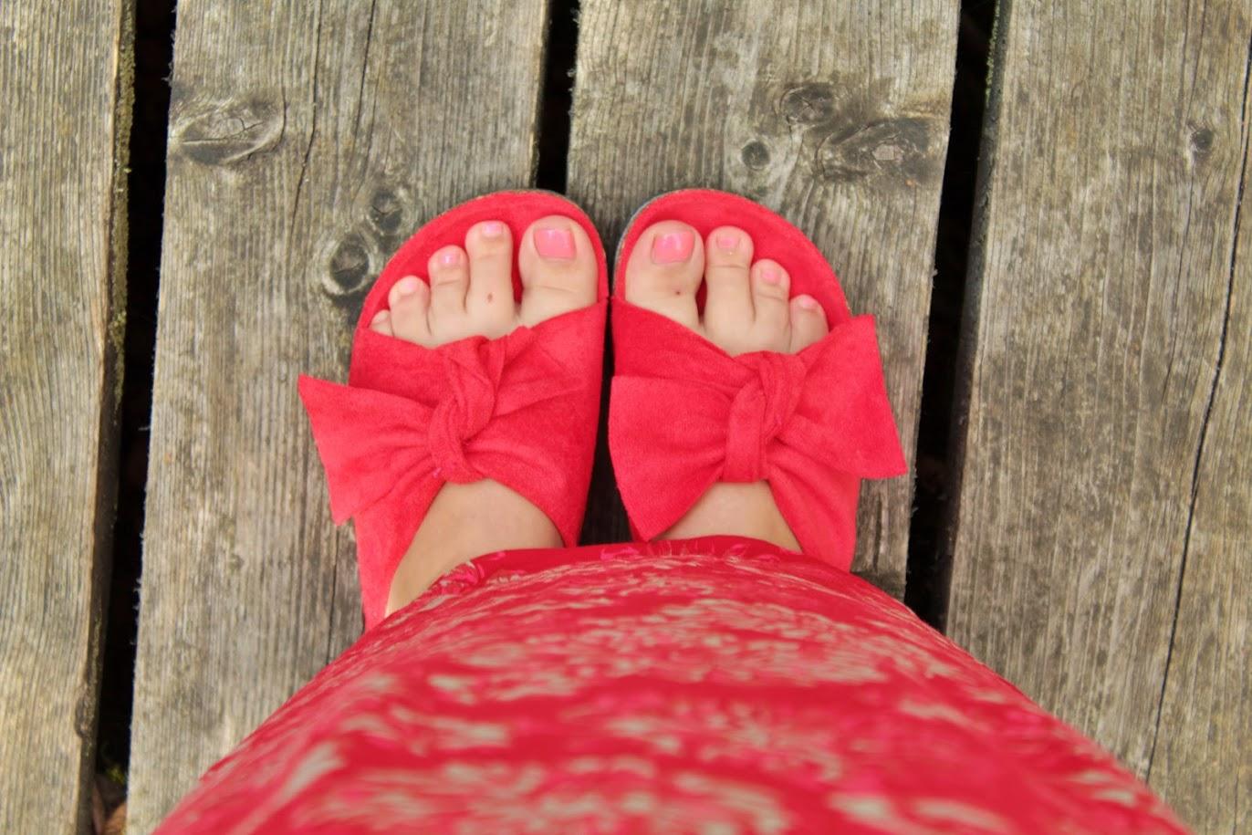czerwone klapki z kokardą royal fashion