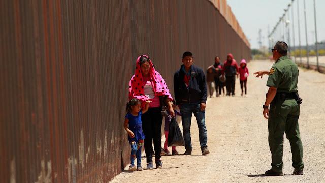 Una juez federal bloquea las detenciones de migrantes por periodos indefinidos impuesta por Trump