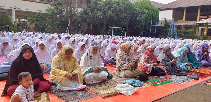 Siswa SMAN 4 Depok Rutin Shalat Dhuha Bersama