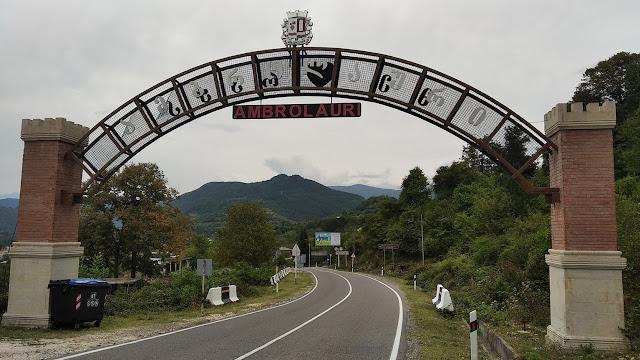 ворота Амбролаури