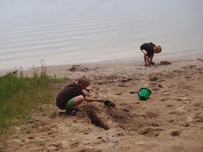 Mazury, żeglowanie po Mazurach, Jezioro nidzkie,Kanał Nidzki, Śluza Guzianka, jezioro Bełdany, burza na jeziorze, zabawa na plaży
