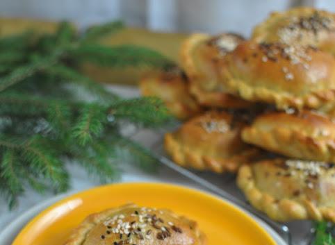 Pieczone pierogi z kapustą i grzybami