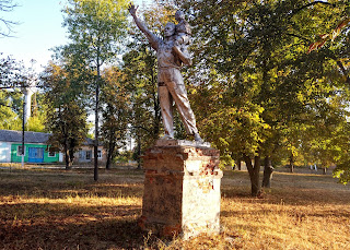 Мирополье. Сквер. Парковая скульптура соцреализма