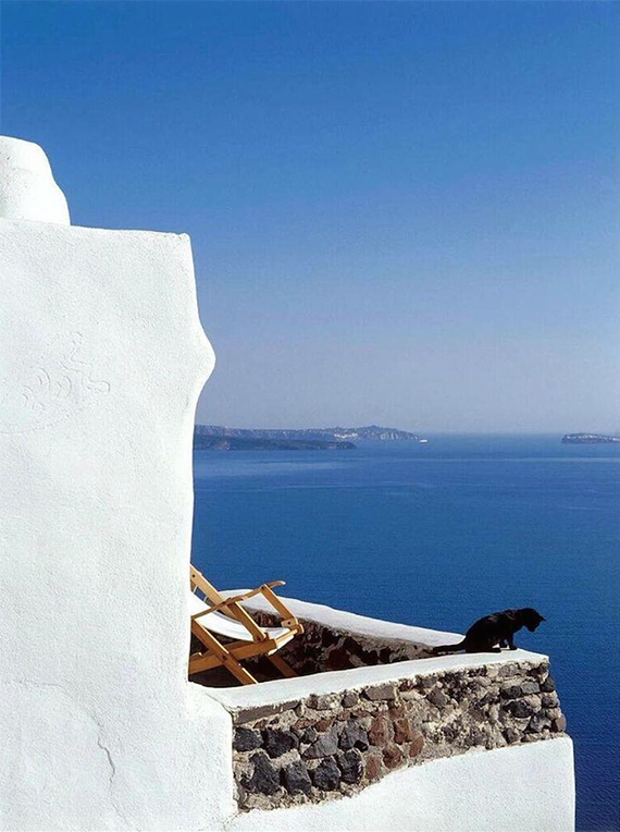 Perivolas Hotel, Santorini. Photo by William Abranovicz