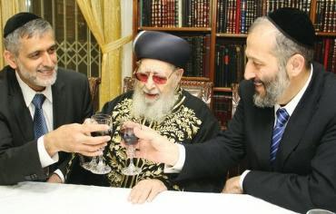 El rabino Ovadia Yosef, quien falleció el lunes a los 93 años, fue uno de los árbitros en la ley judía más respetados de esta generación y el líder espiritual del movimiento Shas desde su creación en la década de 1980.