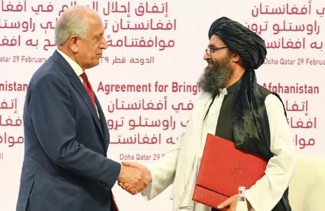 Estados Unidos y talibanes firman acuerdo para traer paz a Afganistán