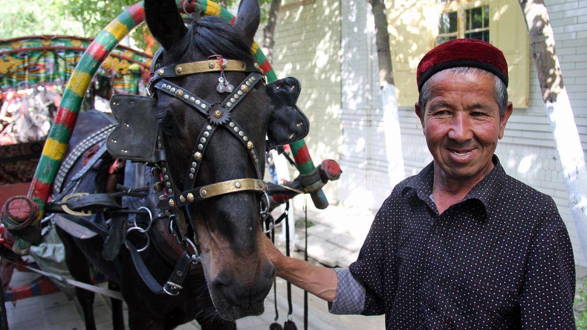 Muslim Uighur Jual 11 Kuda untuk China yang Terkena Corona, Terbuat dari Apa Hatinya?