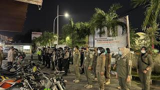 Operasi Yustisi, Polres Pelabuhan Makassar bersama TNI dan Satpol PP Razia ditempat Kerumunan