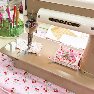 singer 301a sewing machine with charm square tray
