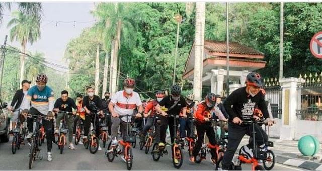 Sambil Berolahraga, Molen ke Kantor Naik Sepeda PGK Bareng Jajaran