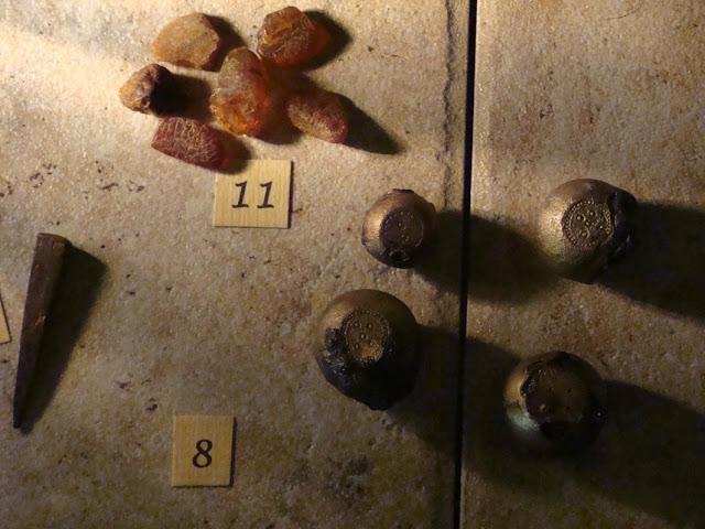 zabytki wczesnośredniowieczne z grodu i cmentarzyska w Gieczu - odważniki do wagi szalkowej