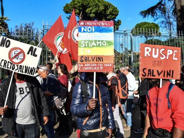 """Globalistai kraustosi iš proto: propagandai prieš Matteo Salvinį jie metė """"prestižinį"""" medicinos žurnalą The Lancet"""