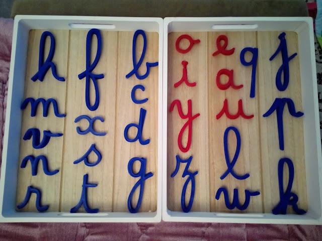 alphabet mobile montessori lettres cursives