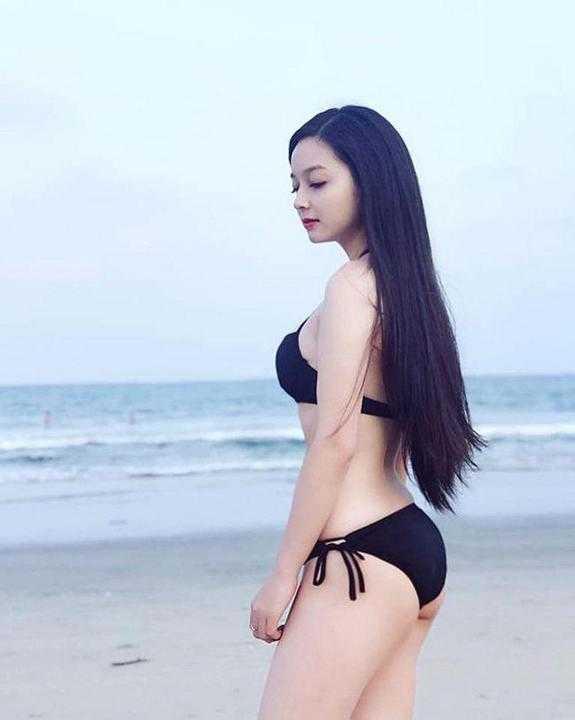 """Cô gái sở hữu ba vòng """"nảy lửa"""", diện bikini ai cũng khen nức nở"""