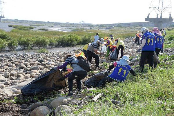 彰化伸港濕地淨海趣 淨灘清出1053公斤垃圾