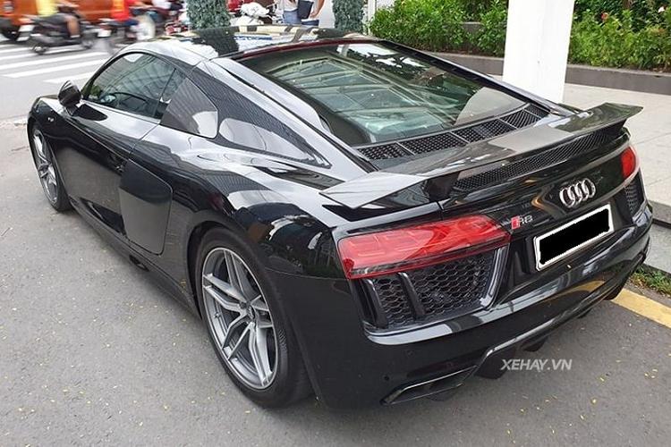 'Chạm mặt' Audi R8 V10 Plus siêu bóng bẩy ở Sài Gòn