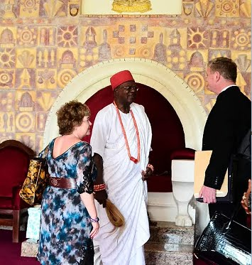 UK High Commissioner Visits Obi Of Onitsha At His Ime-Obi Palace In Onitsha (Photos)
