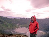 Latar Kawah Gunung Kaba