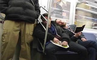 दोस्तों कहते हैं की जब कभी किसी इंसान को नींद आती है तो बह यह नहीं देखता की बह इस समय कहाँ पर है और लोग उसके बारे में क्या सोच रहे हैं. यह हैं मोस्ट Funny Images And Photos In Hindi . और लोगों के बीच में ही सो जाता है, लेकिन जब दूसरे लोग इन्हें देखते हैं तो बह हँसने लग जाते हैं. और हँसे भी क्यों ना सोते हुए इनके रिएक्शन ही कुछ इस तरह के होते हैं की जो भी इन्हें देखता है बह देखता ही रह जाता है. आज हम आपके लिए कुछ ऐसे ही लोगों की तस्वीरें लेकर आये हैं जिन्हें देख आप अपनी हंसी नहीं रोक पाएंगे.