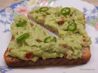 Salata de avocado reteta de casa guacamole cu ceapa usturoi ardei iute rosii cherry sare retete de post salate mancare gustare pasta vegan mexic,