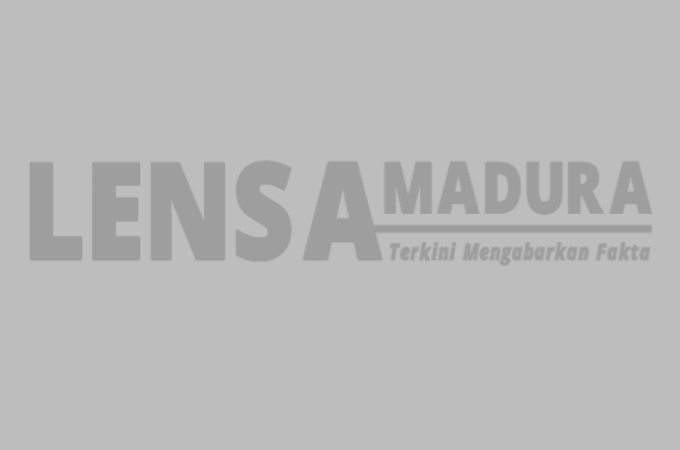 Kades Banuaju Barat Pimpin Langsung Perbaikan Lampu PJU