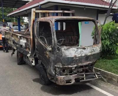 Colt Diesel Terguling dan Terbakar di Bandar Selamat