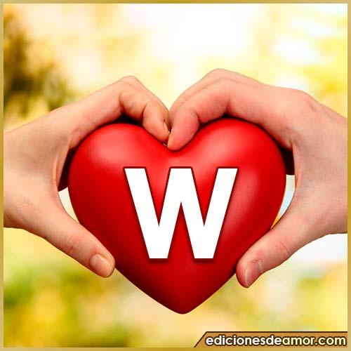 corazón entre manos con letra W