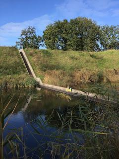 Mozesbrug fort de roovere lopen door het water lopen op het water marco borsato