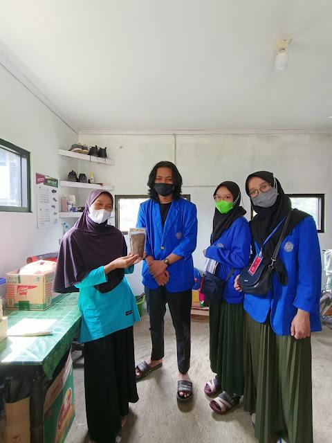 Mahasiswa KKN UMP Berikan Branding Petani Kopi Desa Kalisat Banjarnegara