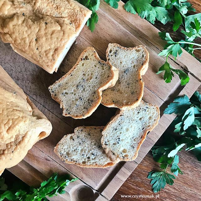 Chleb białkowy z czarnuszką