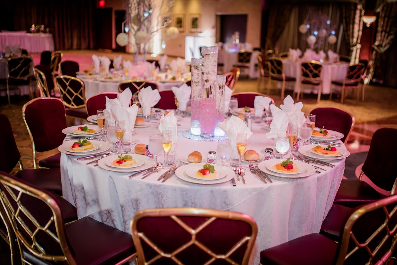 How to Decorate Your Wedding Tables - Fine Art Wedding Photographer