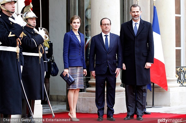 French President Francois Hollande welcomes King Felipe VI and Queen Letizia of Spain prior a meeting at the Elysee Palace