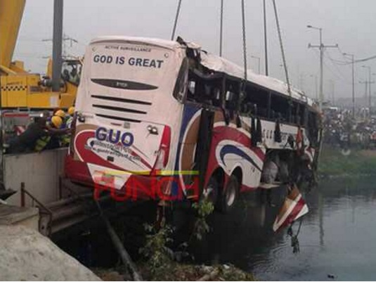 BREAKING: 3 Feared Dead As Luxury Bus From Enugu Rams To Lagos Lagoon Just Now